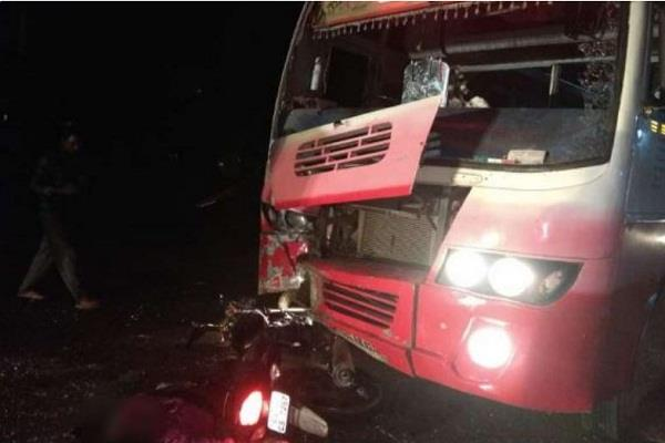 4 people killed tragic road accident bike bus collision khargone
