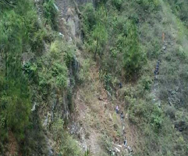 anganwadi workers fell in the ditch
