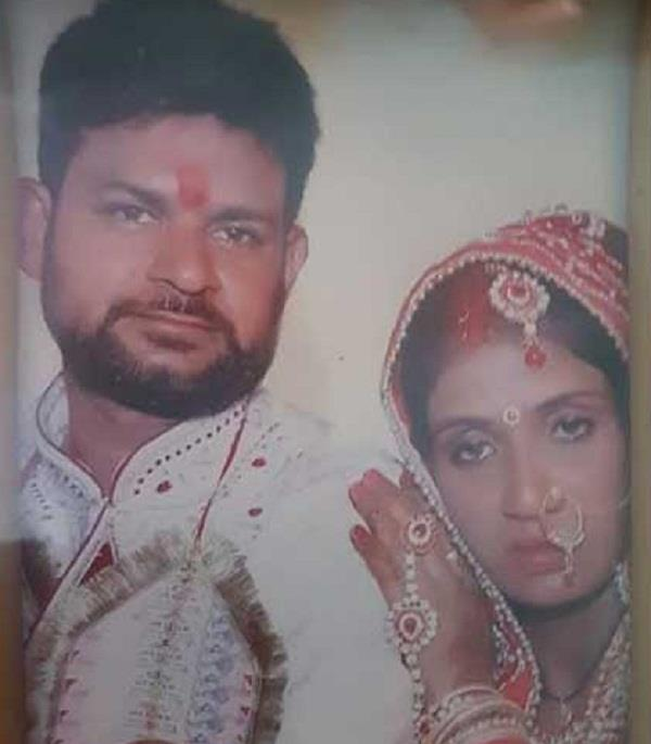 married woman commits suicide by hanging her house