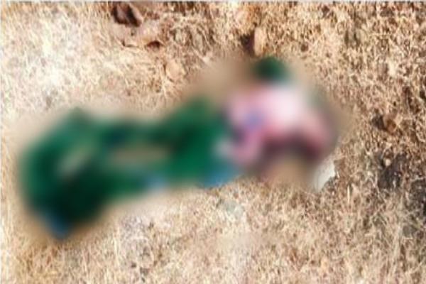 sensation barwani bodies 2 newborns one wrapp sari other lying narmada
