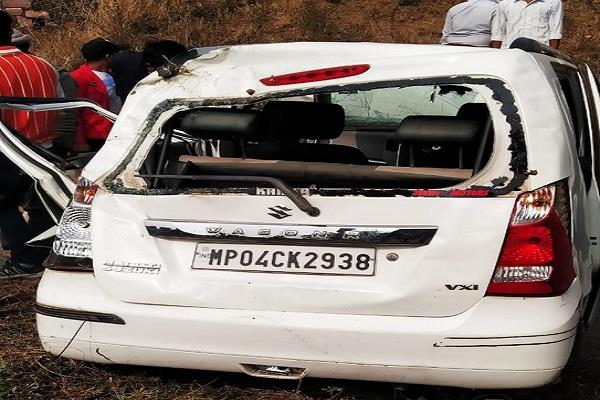 high speed car overturned uncontrolled tragic death of 3 people