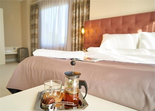 Vastu Dosh: बेडरूम में बैठकर पीएंगे यह चीज तो रहेंगे बीमार