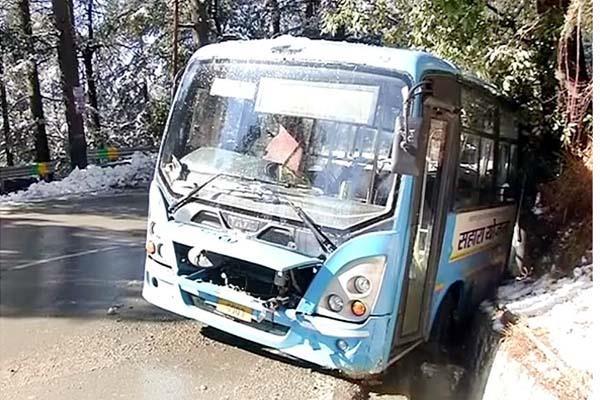 hrtc bus skid on snow