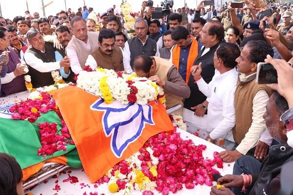 mla manohar untwal was cremated today