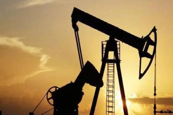 crude oil prices fall due to weak spot demand