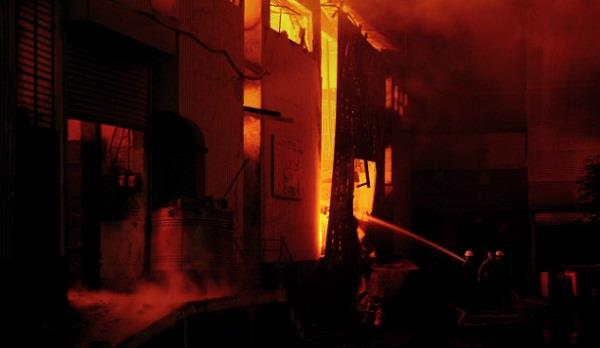 11 killed as factory catches fire in pakistan s lahore