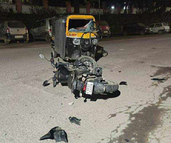 auto and bike collided strongly