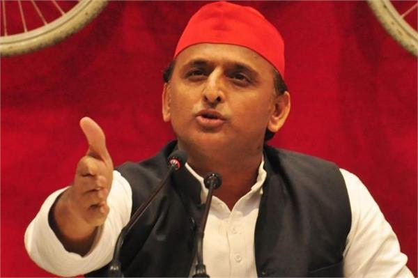 bjp is running a headless government akhilesh