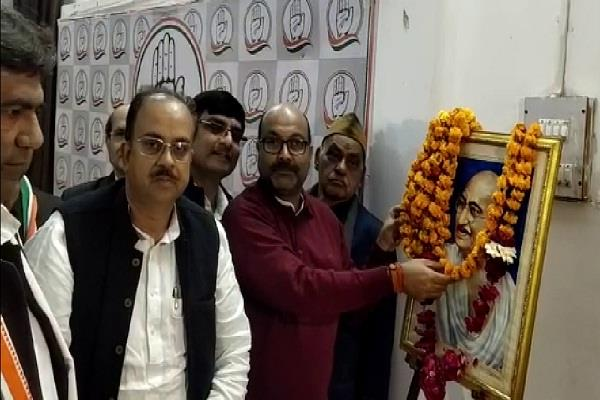 congress workers paid tribute to the father of the nation