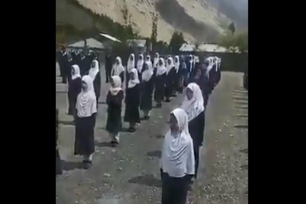 union minister tweeted video of kashmiri school children