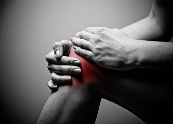 उम्र से पहले घुटनों में दर्द देगी आपकी ये गलतियां, गौर करिए जरा