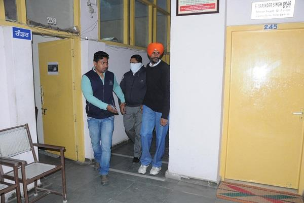 vigilance bureau bathinda team arrested clerk for taking bribe
