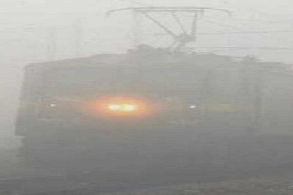 dense fog in madhya pradesh dark late trains