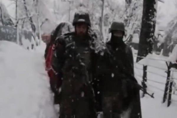 75 year old trapped heavy snowfall army soldiers lives