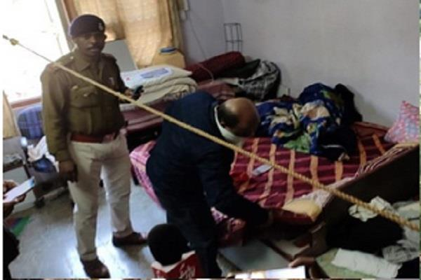 bodies of 2 youths found apartment flat in ratlam police investigation