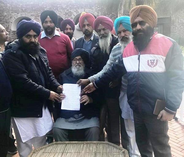 employees handed over demand letter to parkash singh badal