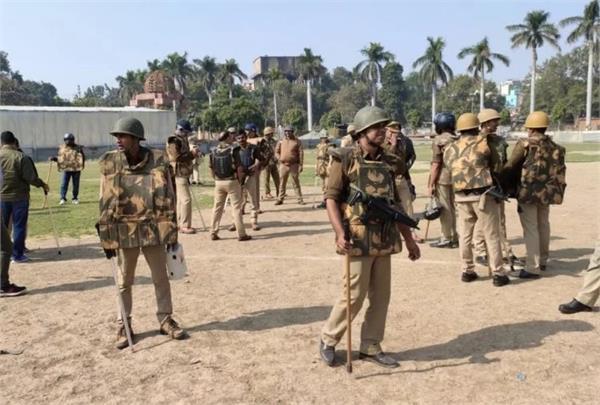 ruckus raised between anti caa women and police in varanasi