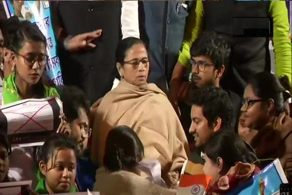 mamta banerjee sitting on dharna after meeting pm modi