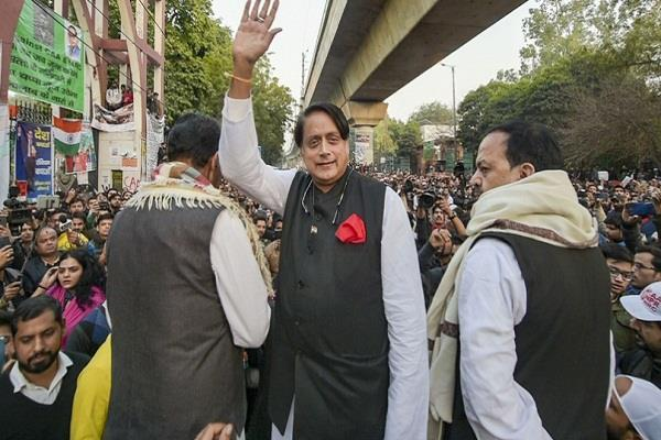 shashi tharoor got down from the car and reached jamia university on foot