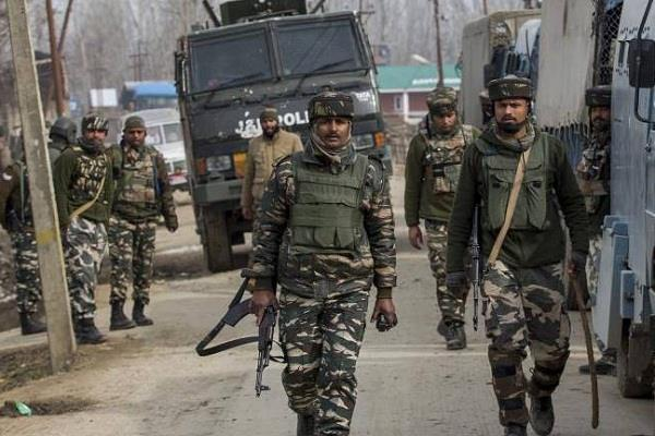 crpf jawan shot at his comrades two killed one injured
