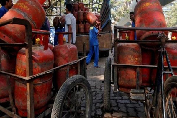 lpg reached homes with ujjwala scheme  report