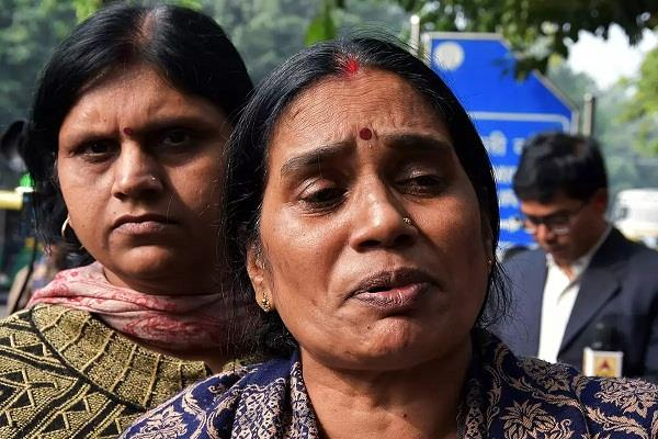 nirbhaya s mother refuses to join congress
