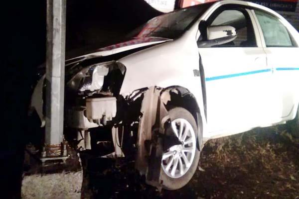 car collide from poll death of driver
