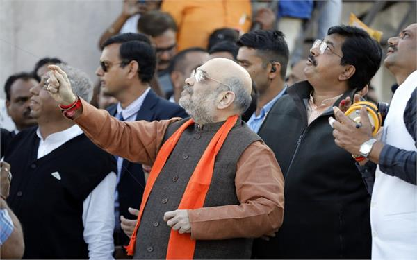 bjp president amit shah reached gujarat kite flying with workers