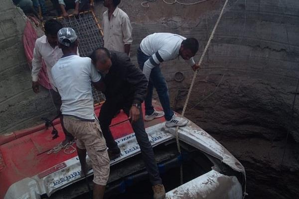 maharashtra bus auto collapsed in well after collision in malegaon 21 dead
