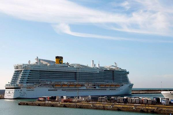 ship halted in italy when suspected cases of corona virus arose