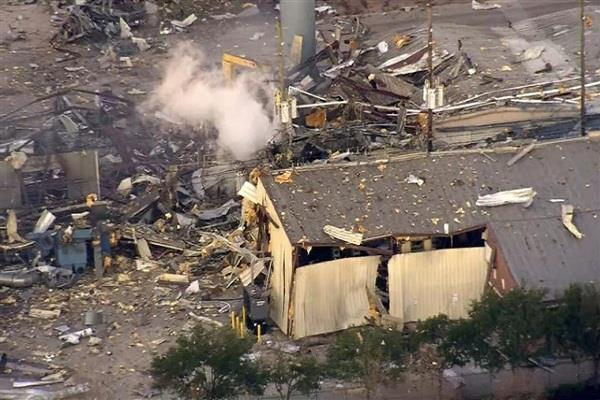 america strong explosion in houston 2 people dead