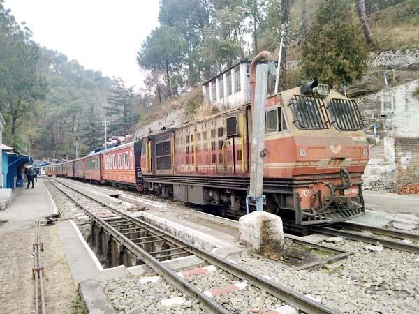 gasp toy train engine again on kalka shimla track