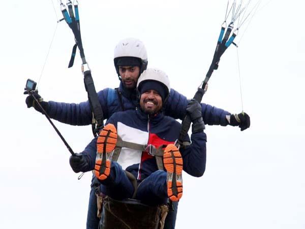 cricketer yusuf pathan enjoys paragliding in billing