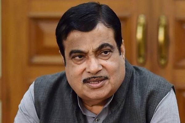 nitin gadkari s warning to show  way out  to officers who suppress files