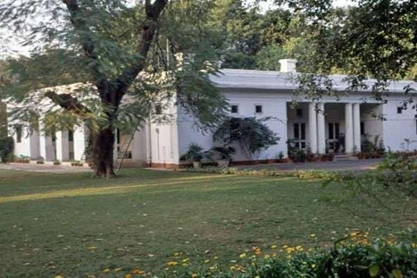 576 govt bungalows in delhi occupied by loser politicians and retired officials