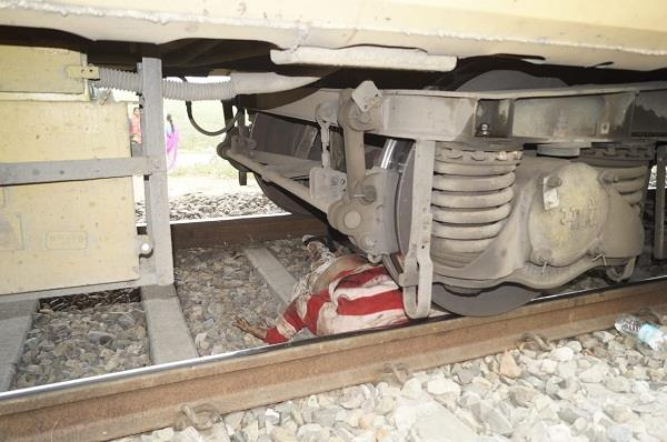 person sitting on railway lines died due to grip of train