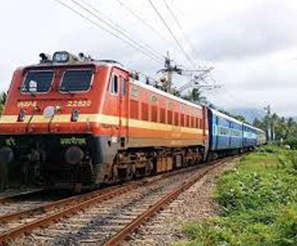 ac going from udhampur to sarai rohila stone pelting on special train