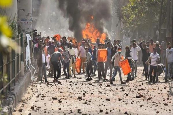 delhi violence stone pelting again in maujpur many metro stations closed