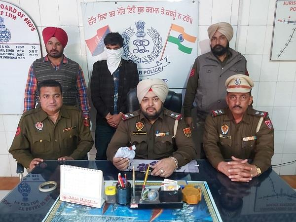 driver bringing heroin from nigerian arrested in delhi
