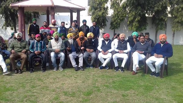 more than a dozen akali leaders resign in favor of dhindsa