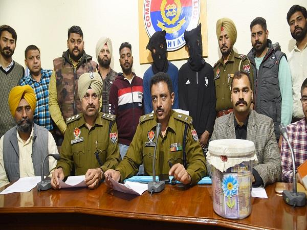 2 arrested with fake currency of 22 60 lakh