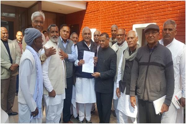 former mla association members meet hooda memorandum