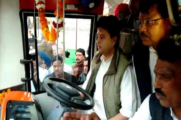 when jyotiraditya scindia became a driver drove the bus