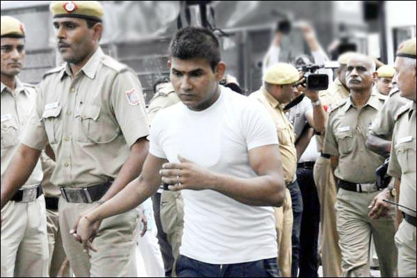 nirbhaya case convict vinay hit his head in the wall