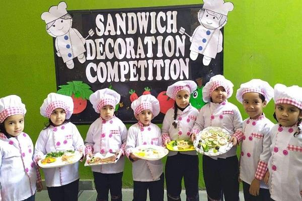 teenagers showed their talent in sandwich decoration competition