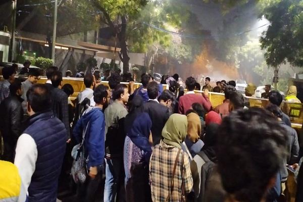 late night jamia students cordon cm kejriwal house