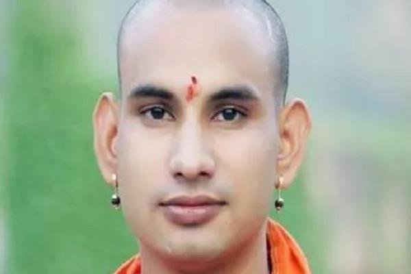 death attack on mahant kaushalendra giri close to yogi narrowly escapes