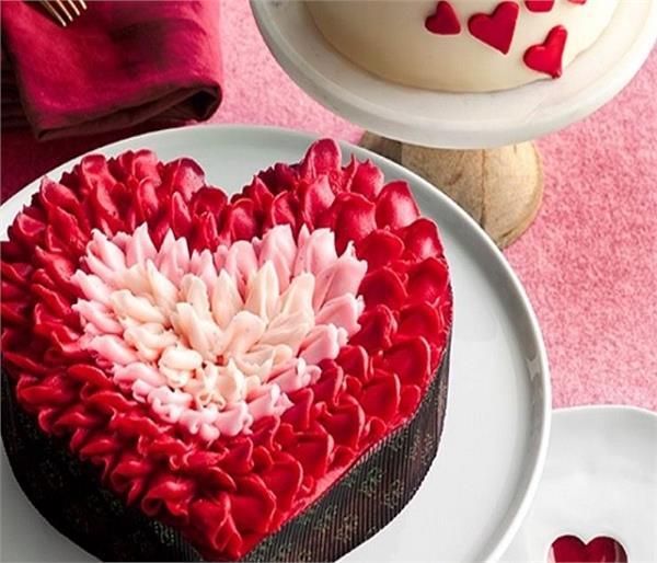 पार्टनर के लिए मिनटों में तैयार करें वैलेंटाइन रोज केक