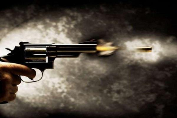 dhaba owner had to refuse to give bread expensive the miscreants fired bullets