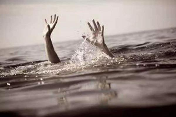 car of four friends going around engulfs gangahar one youth dies